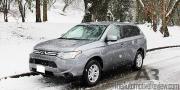 2014 Mitsubishi Outlander Exterior Front Side Snow