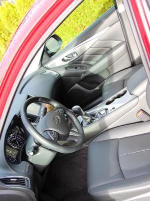 2015 Infiniti Q50 AWD Interior Front Seats