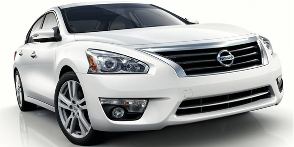 2013 Nissan Altima Sedan Exterior Front Side