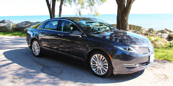 2013 Lincoln MKZ Exterior Side Front