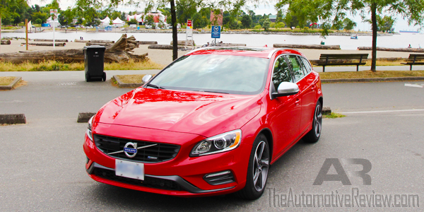 2015 Volvo V60 Sports Wagon R Design Exterior Front Side