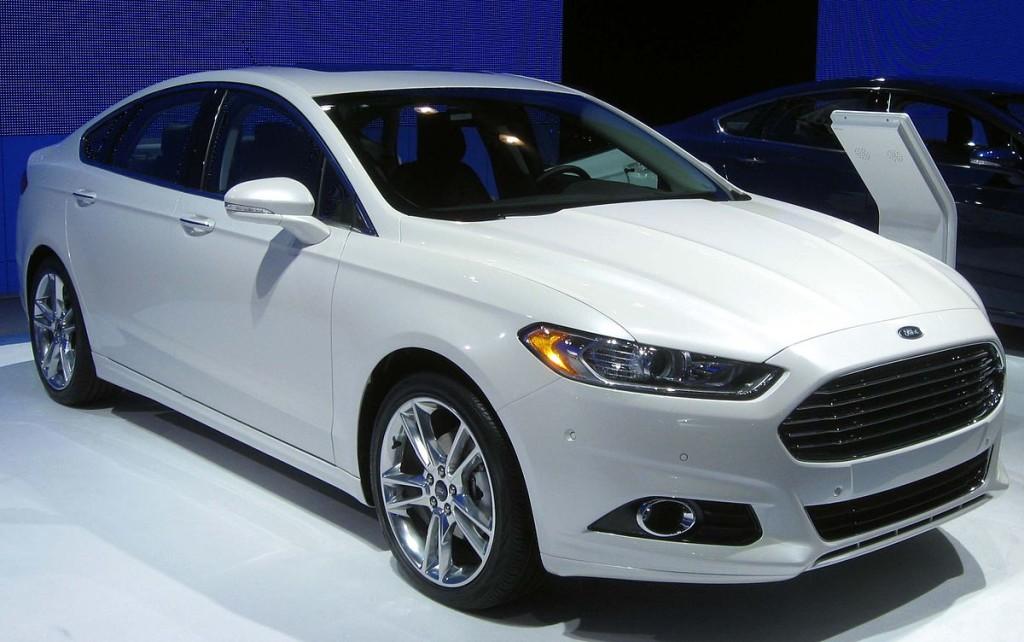 1200px-2013_Ford_Fusion_Titanium_--_2012_NYIAS