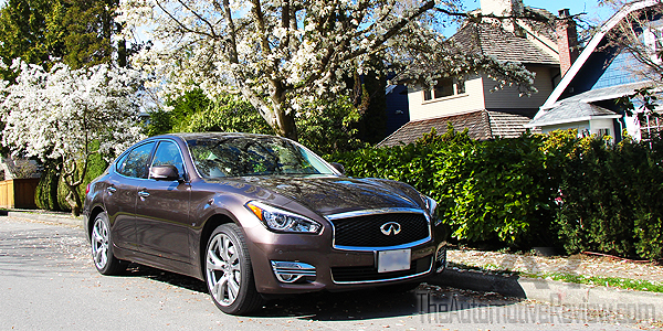 2015 Infiniti Q70 AWD Exterior Front Side Low