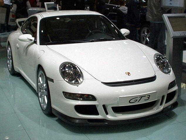 634px-Porsche_911_GT3
