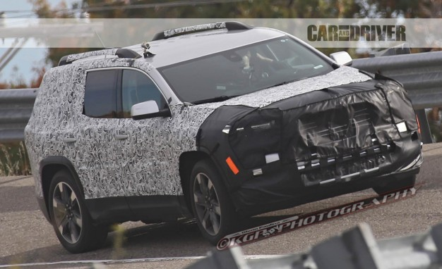 2017-GMC-Acadia-spy-photo-PLACEMENT