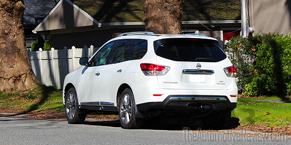 2016 Nissan Pathfinder White Exterior Rear Side