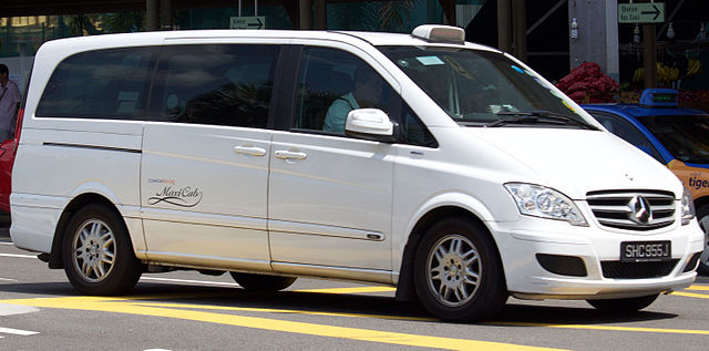 2013_Mercedes-Benz_Viano_(V639_MY13)_2.2_CDI_Trend_van_(long_wheelbase),_maxicab_ComfortDelgro_(2016-01-06)