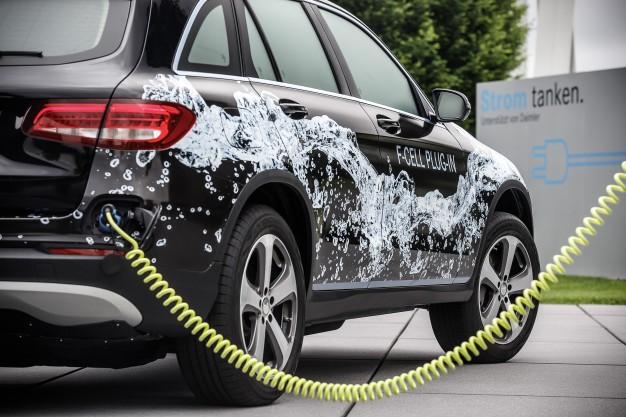 Die Brennstoffzelle bekommt einen Stecker: Die nächste Generation Brennstoffzellenfahrzeug von Mercedes-Benz: Prototyp des Mercedes-Benz GLC-F-CELL  /  The fuel cell gets a plug: The next generation Mercedes-Benz fuel cell electric vehicle: Mercedes-Benz GLC F-CELL prototype