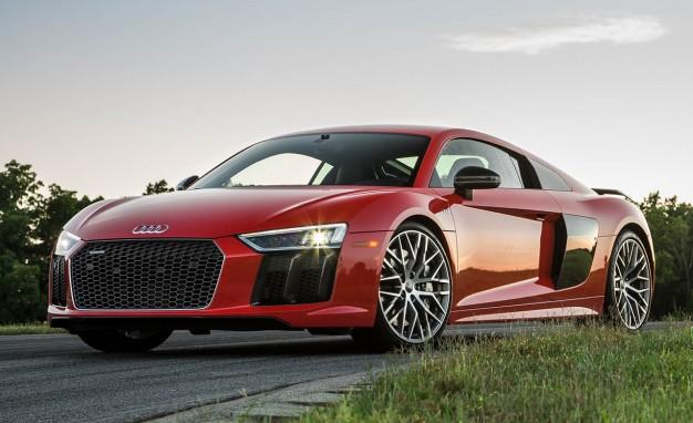 2017-Audi-R8-V-10-Plus-placement