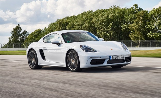 2017-Porsche-718-Cayman-placement