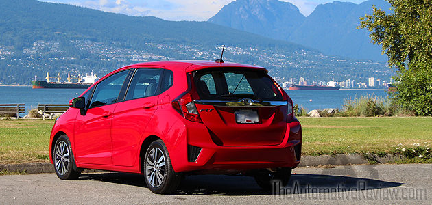 While unchanged from the 2015 model, the 2016 Honda Fit still sees the improvements from the previous year's redesign and continues to receive top ratings from most sources. The dependable […]