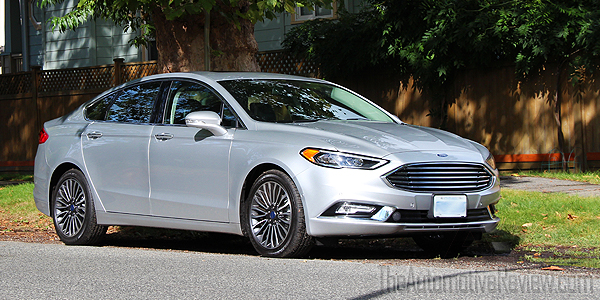 2017 ford fusion se vs hybrid comparison review the. Black Bedroom Furniture Sets. Home Design Ideas