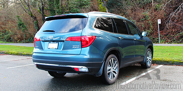 Comparison 2016 Honda Pilot vs 2016 Acura MDX - Blue Pilot Exterior Rear Side