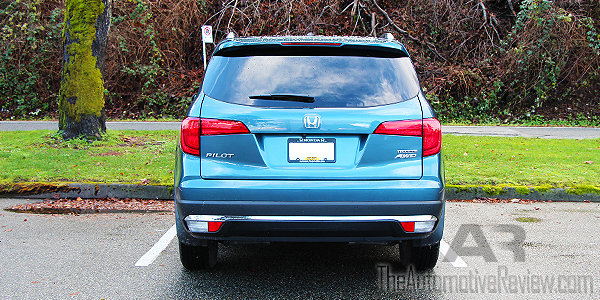 Comparison 2016 Honda Pilot vs 2016 Acura MDX - Blue Pilot Exterior Rear