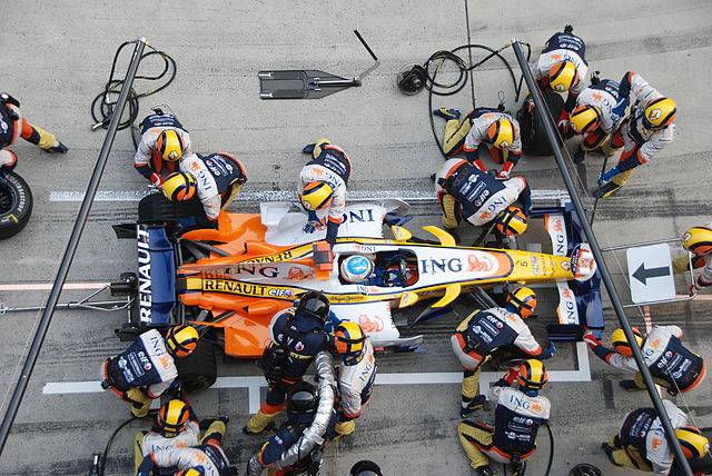 640px-alonso_renault_pitstop_chinese_gp_2008