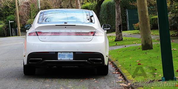 2017-lincoln-mkz-white-exterior-rear