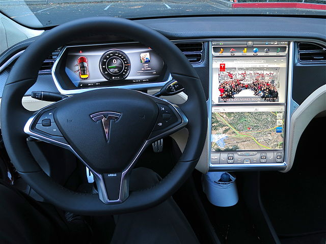 640px-tesla_model_s_digital_panels