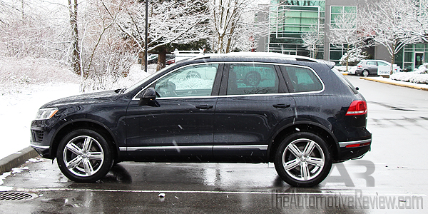 The Back Of 2017 Vw Touareg Gets Led Taillights A Revised Per And Nice Diffuser Flanked By Two Redesigned Exhaust Pipes